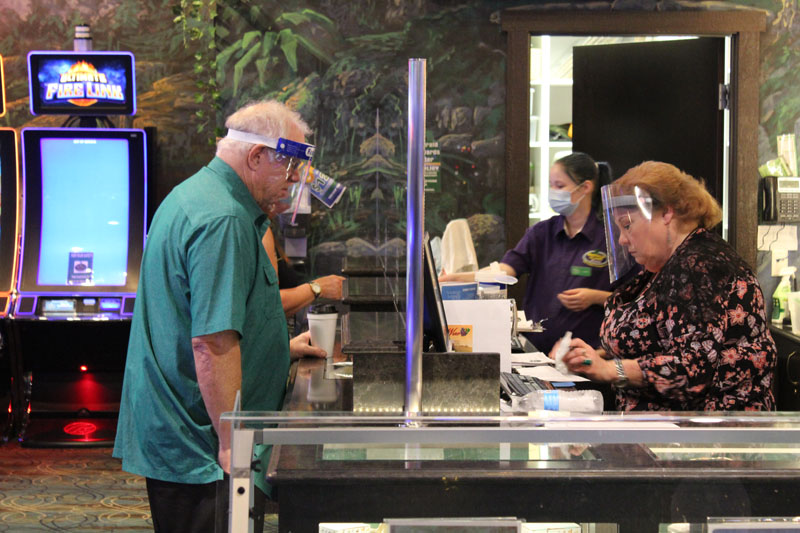 customer with mask at the cashier counter